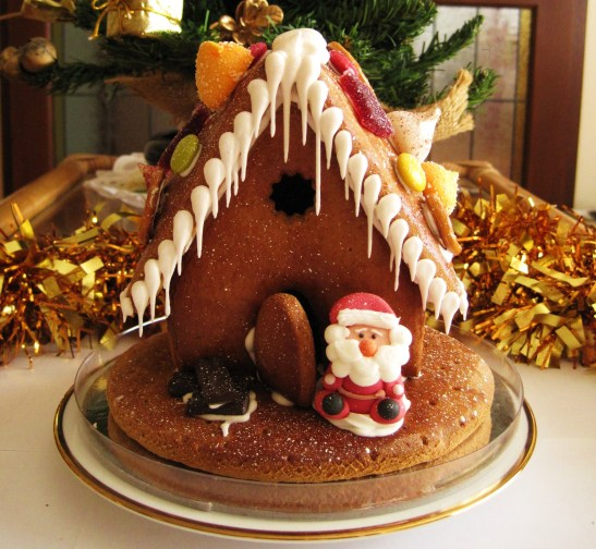 "Christmas with Cacao - the bejewelled ""Gingerbread House"""