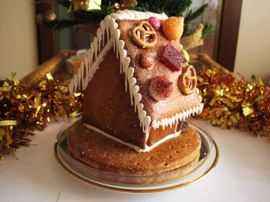 "MoMo & Coco's Advent Calendar 2012 - Christmas with Cacao - the bejewelled ""Gingerbread House"" at the back"