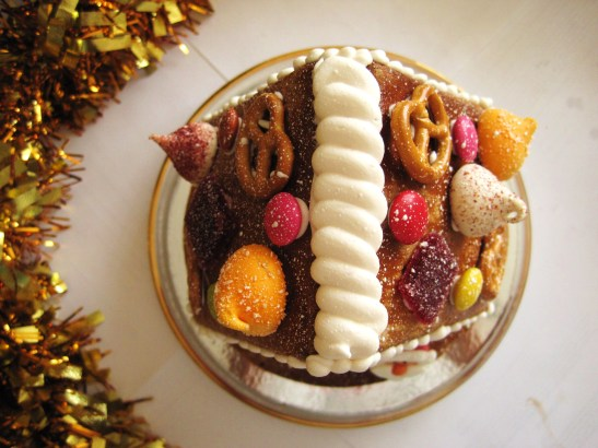 "MoMo & Coco's Advent Calendar 2012 - Christmas with Cacao - the bejewelled ""Gingerbread House"" top view"