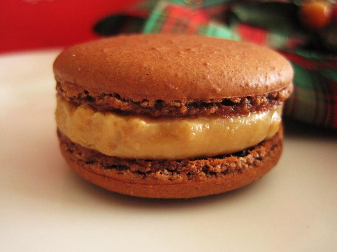 "MoMo & Coco's Advent Calendar 2012 – Christmas with LuxBite - Luxbite's ""Peanut Butter & Jelly"" macaron"