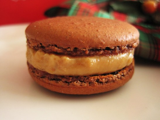 "MoMo & Coco's Advent Calendar 2012 – Christmas with LuxBite - Luxbite's ""Peanut Butter & Jelly"" macaron"
