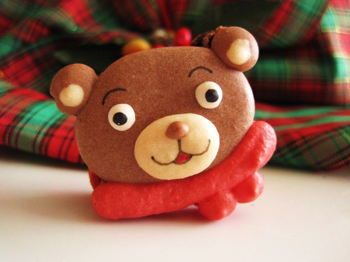 "MoMo & Coco's Advent Calendar 2012 – Christmas with LuxBite - Crumb's ""Teddy Bear macaron"""