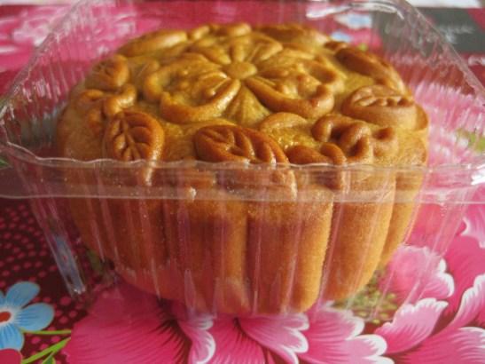 """MoMo and Coco's Intro to Mooncakes in Melbourne - """"Green Tea & Red Bean Mooncake"""""""