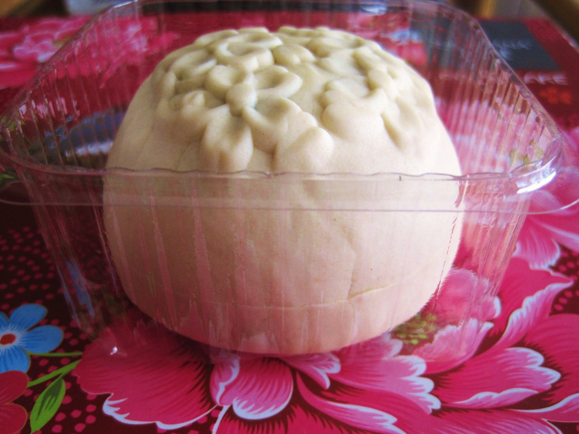 "MoMo and Coco's Intro to Mooncakes in Melbourne - ""Mung Bean & Water Chestnut Snowy Mooncake"""