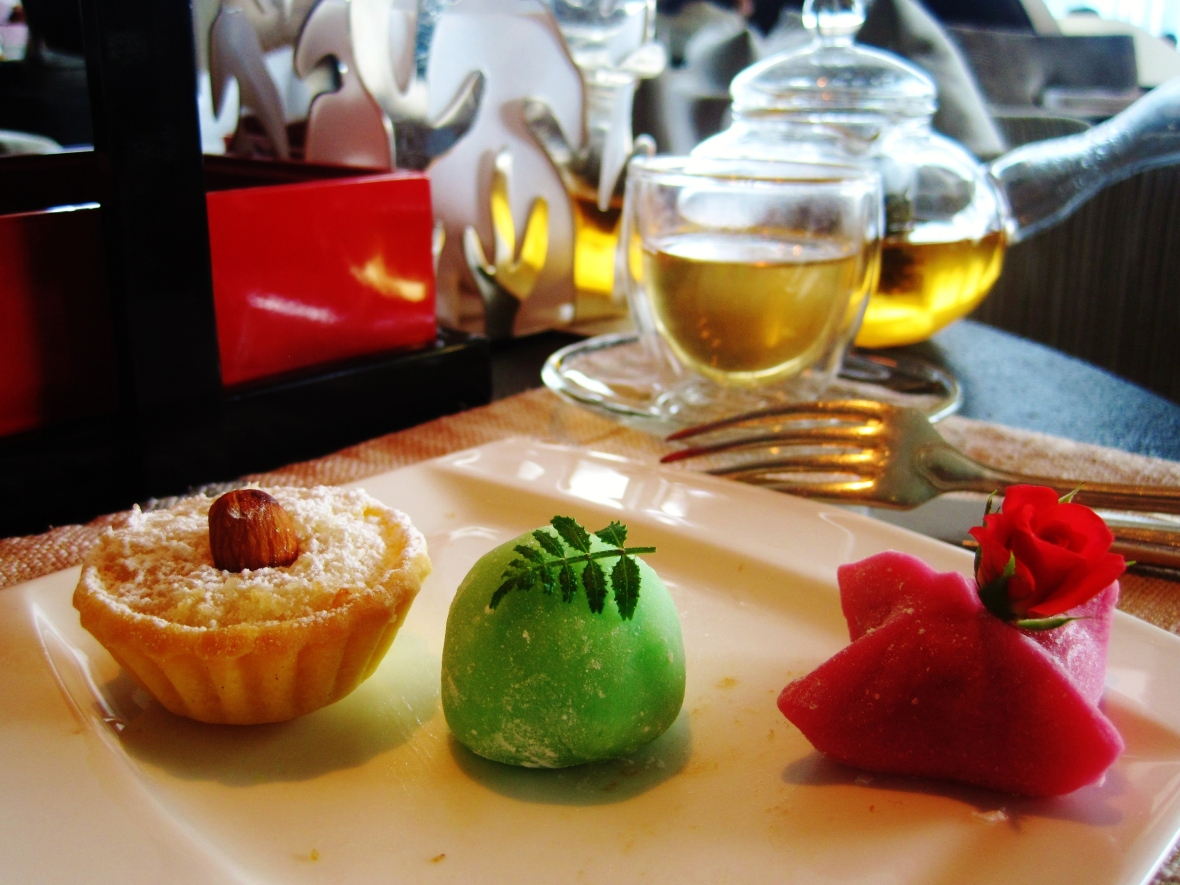 Intercontinental Hong Kong - the Red Box Chinese Afternoon Tea - the sweet nibbles
