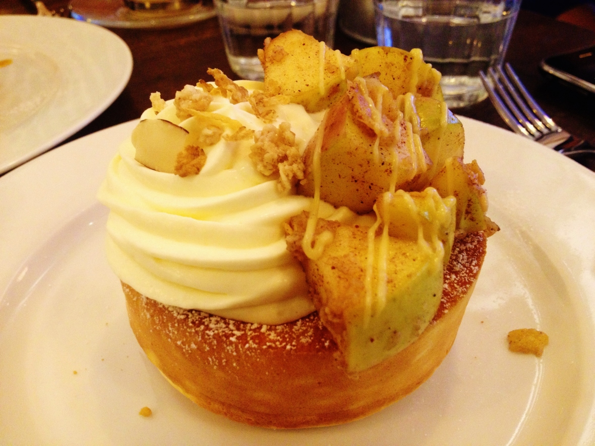 "Miam Miam - the ""Apple Cinnamon Souffle Pancake"""