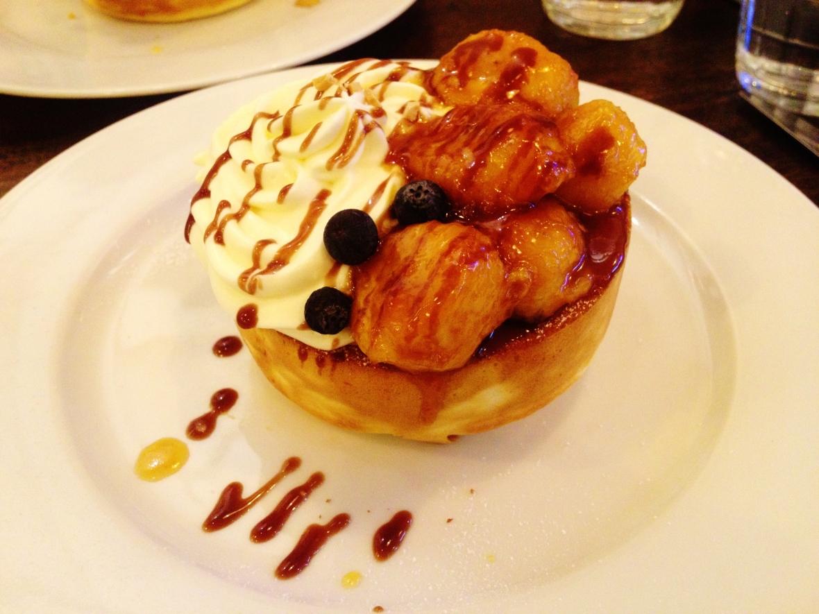 "Miam Miam - the ""Caramelised Banana Souffle Pancake"""