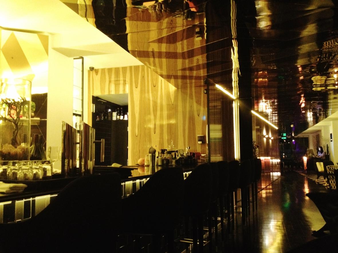 Om Nom Dessert Bar - the setting