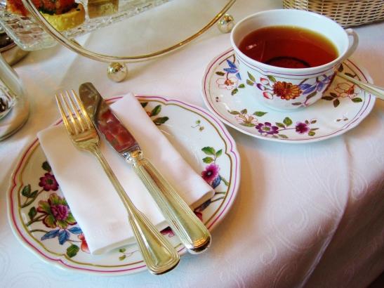 Afternoon Tea at the Island Shangri La Hong Kong - the tea setting