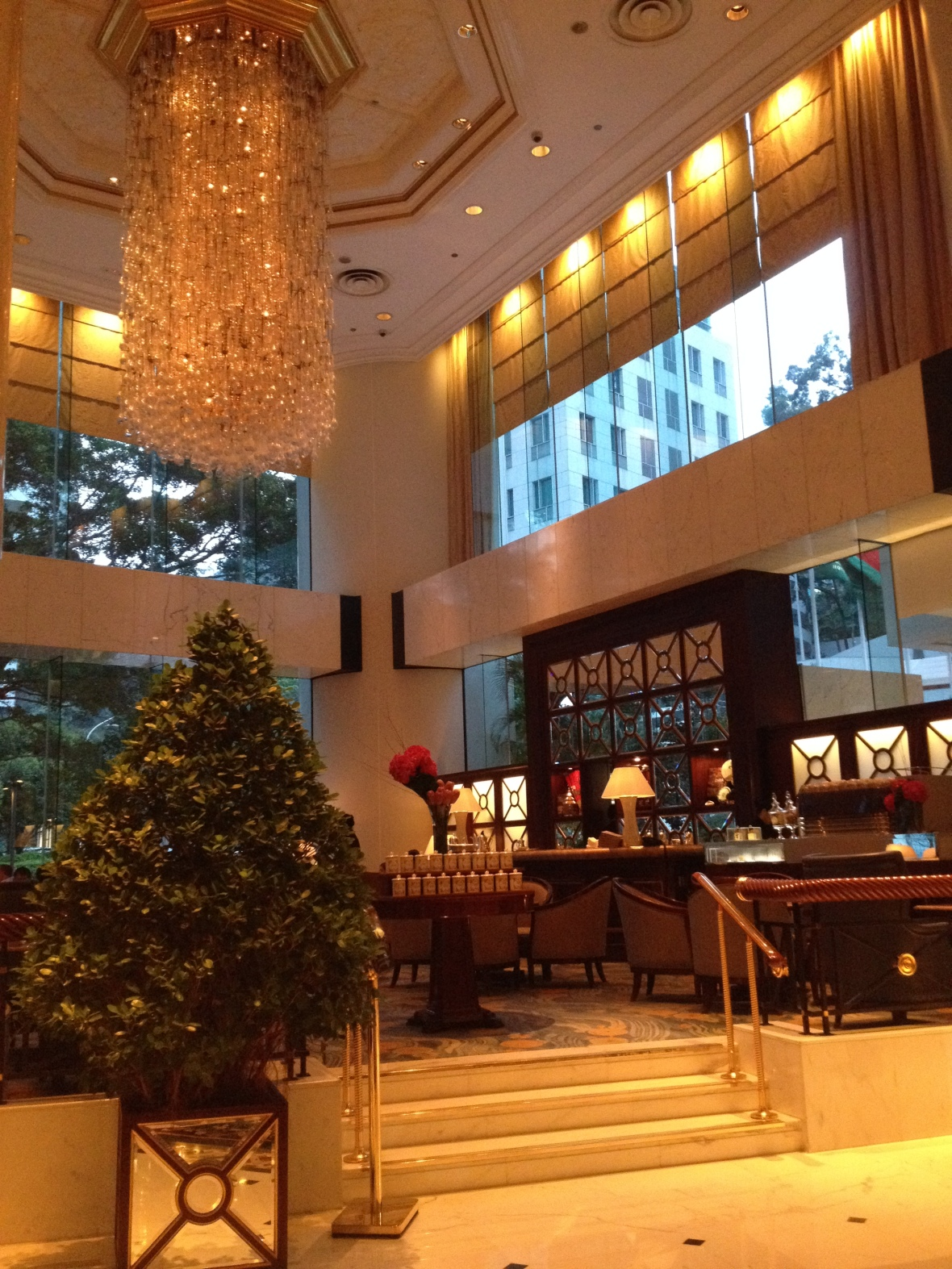 Island Shangri La Hong Kong - the setting