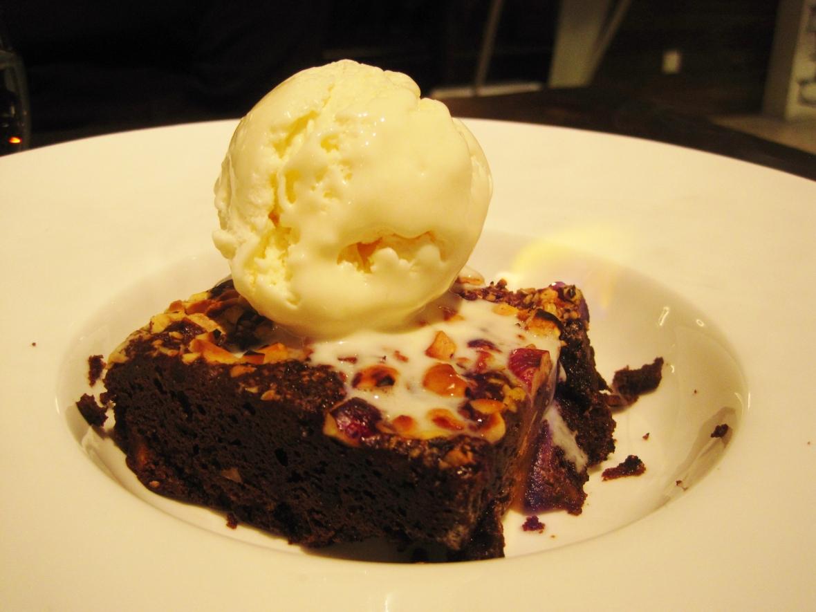 "MoMo & Coco HK Dessert Report – the ""Flaming Brownie"" at Brick Lane"