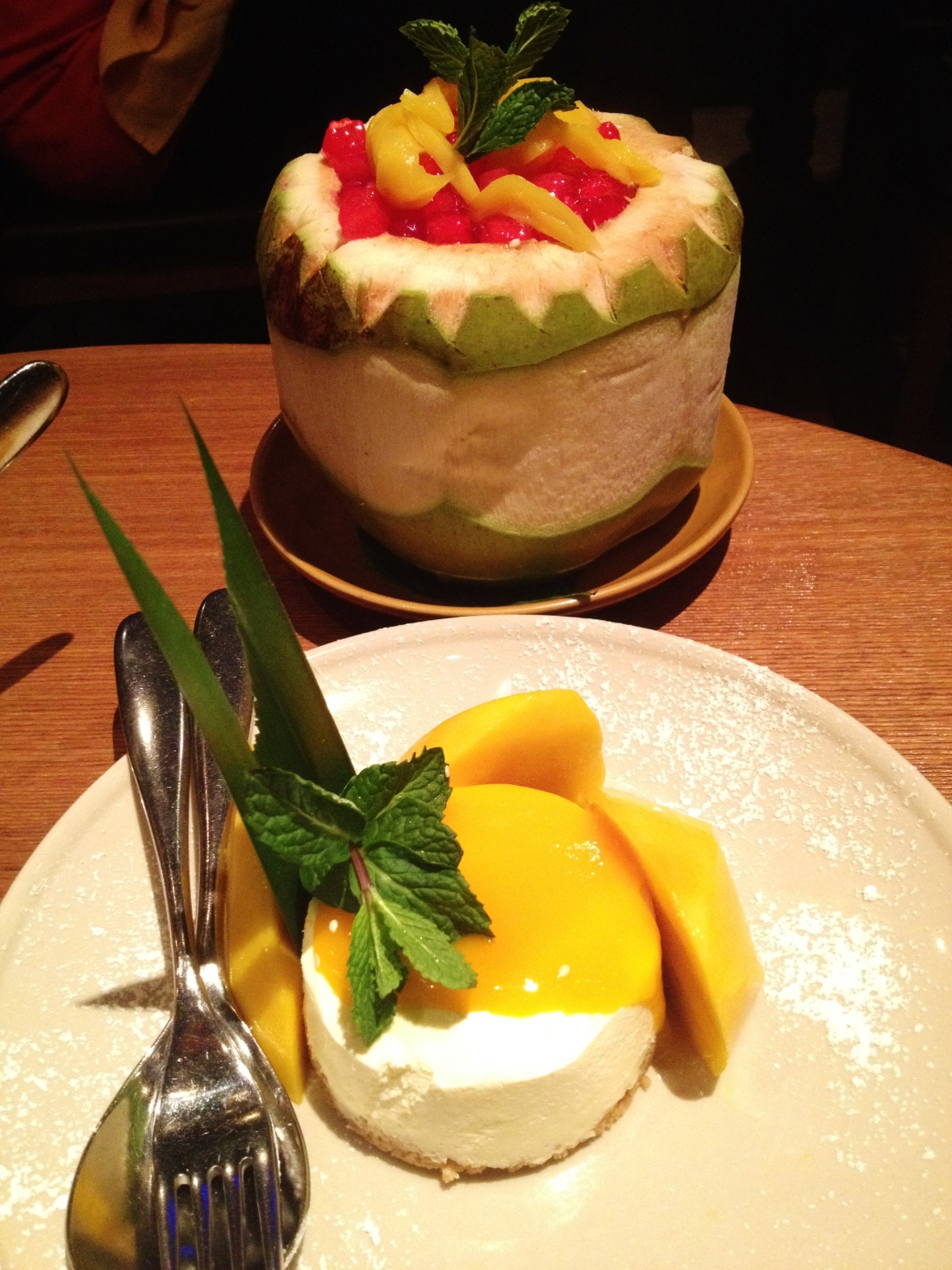 "MoMo & Coco HK Dessert Report - the ""Mango Sticky Rice"" and ""Water Chestnut and Coconut Cream"""